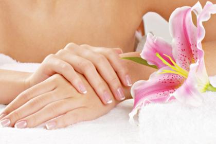 Миниатюра к статье Трещины на пальцах рук, причины и лечение