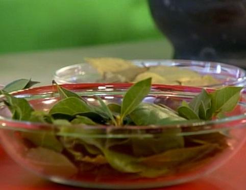 Отвар из лавровых листьев для лица