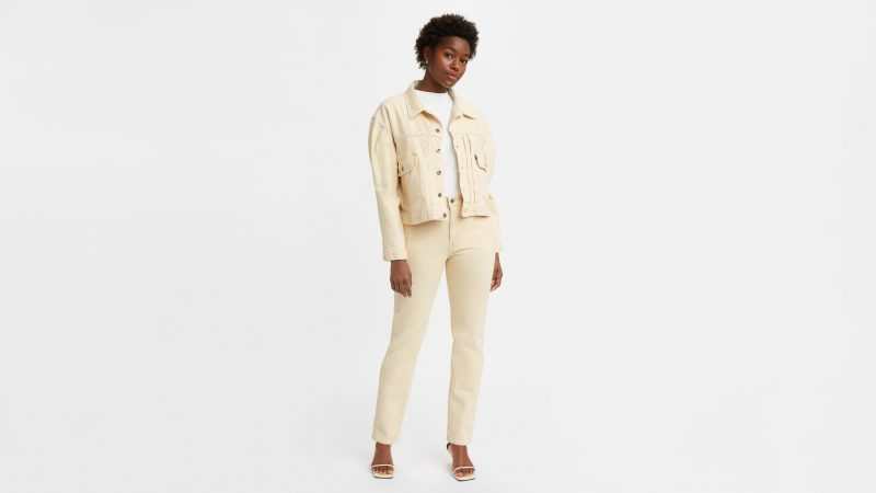 Миниатюра к статье Как выбрать джинсы девушке?