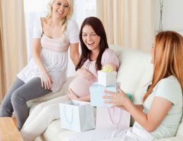 Миниатюра к статье Что подарить будущей маме на день рождения?