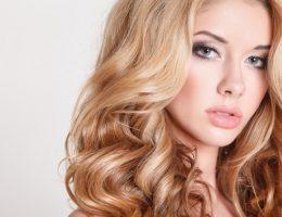Миниатюра к статье Как придать объем волосам у корней, средства и способы